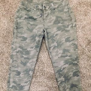 Maurices xl camo Jeggings